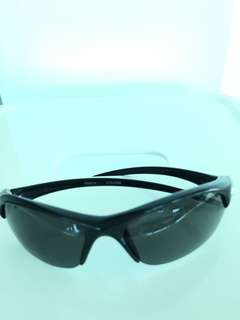 NIKE SUNGLASSES EVO237 WITH 2 PAIR OF LENSES (DARK GREY AND LIGHT GREY). MORE SUiTABLE FOR YOUNG TEENAGER