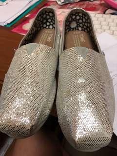 🚚 Toms 亮片女鞋、平底鞋