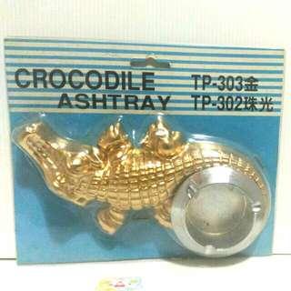🚚 復古老式 鱷魚造型 菸灰缸