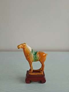 Vintage Red Ceramic Horse height 8.5cm perfect condition + wood stand