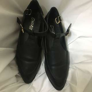 低跟尖頭包鞋