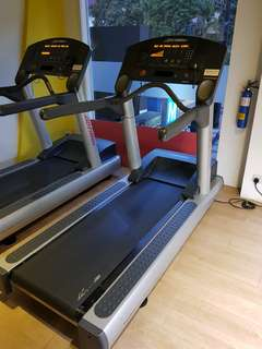 USED 1 x LIFE FITNESS TREADMILL FOR SALE
