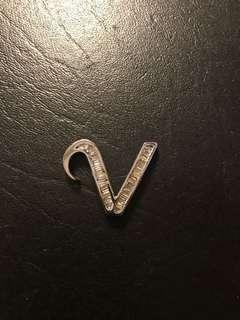 18k white gold V pendant with baguettes. custom made 35k