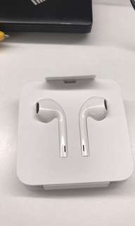 Apple Earpods without lighting