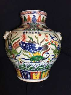 Ming dynasty Xuande reign Mark 28cm high Jar With fishes n pond . 大明宣德年製粉彩精緻美麗大瓘