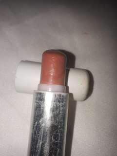 2 lipstick dengan warna yang indah
