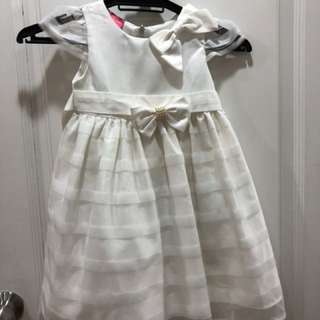 White dress with ribbon 3-5 yrs old