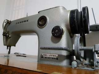 Industrial Sewing Machine (Janome DB-701J)