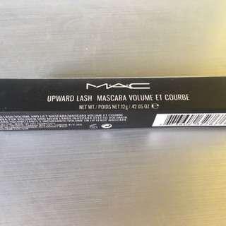 MAC Upward Lash Mascara Volume et Courbe