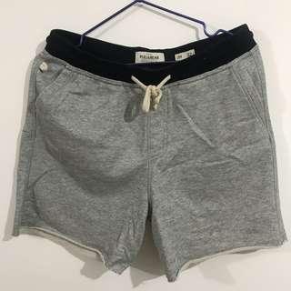 PULL&BEAR 淺灰色短褲仔 90%新