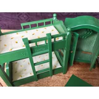 SYLVANIAN FAMILIES Vintage GREEN BUNK BED with MATTRESS and LINEN PLUS WARDROBE with HANGERS
