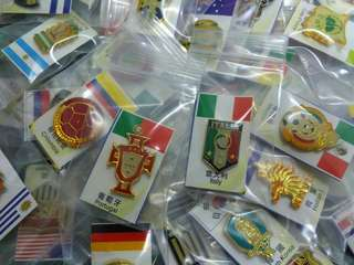 World Cup teams batch pins