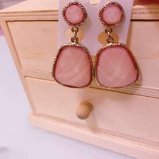 🚚 粉色不規則造型耳環(最後一個現貨出清