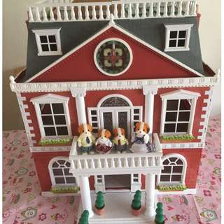 SYLVANIAN FAMILIES DISCONTINUED RARE REGENCY HOTEL UK VERSION (RED HOTEL)