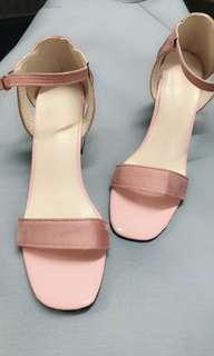 夏日粉紅粗跟涼鞋