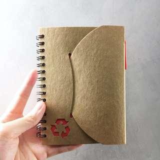 🚚 彩色便條橫條內頁環保紙質筆記本(附原子筆)