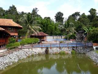 2 acre Malay Reserved land with chalet for sale.