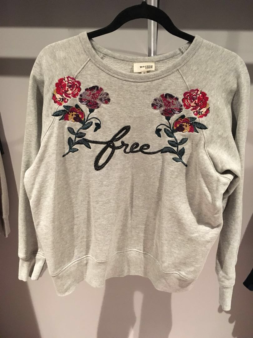 Aritzia Wilfred free crew neck floral embroidery sweater