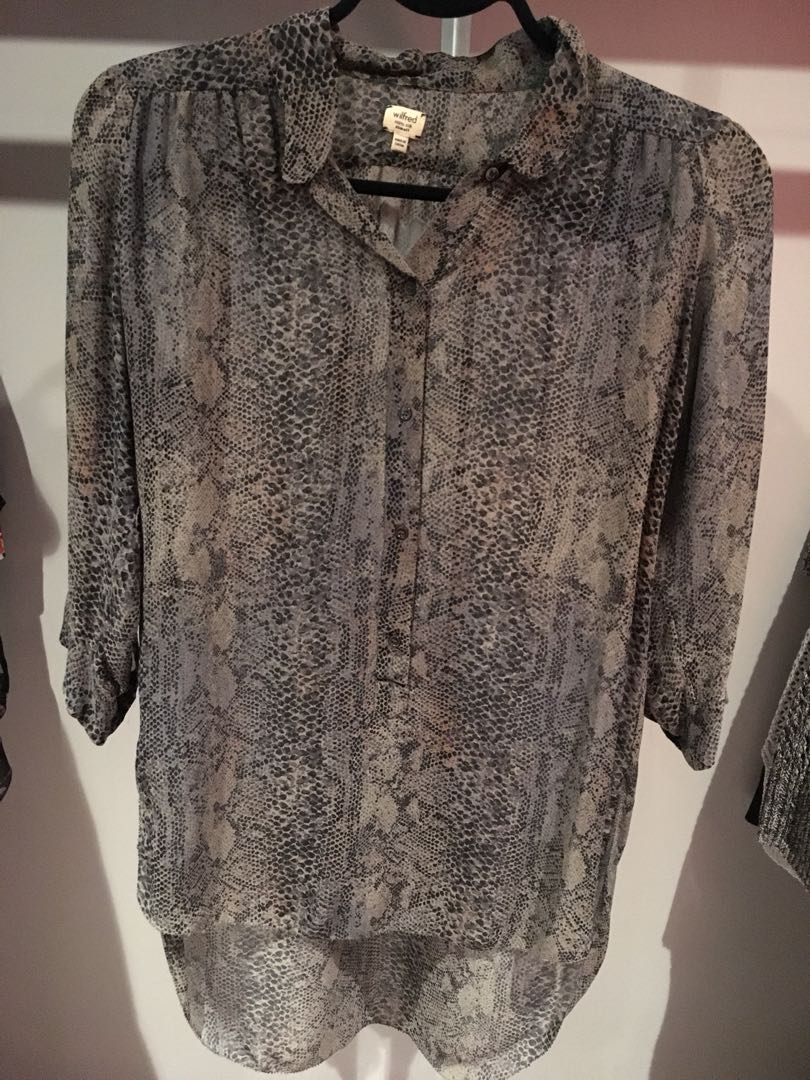 Aritzia Wilfred silk snake skin long sleeve blouse with half buttons