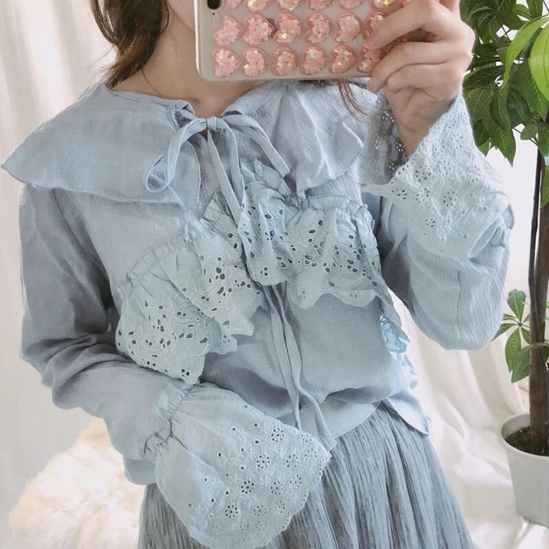 Blue frill lace ribbon tie trumpet bell sleeves top