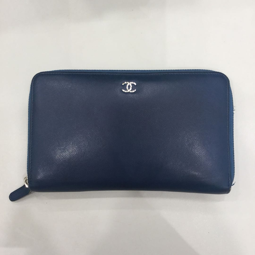 55a94e916c32 Chanel Zip around Long Wallet Caviar leather, Women's Fashion, Bags ...