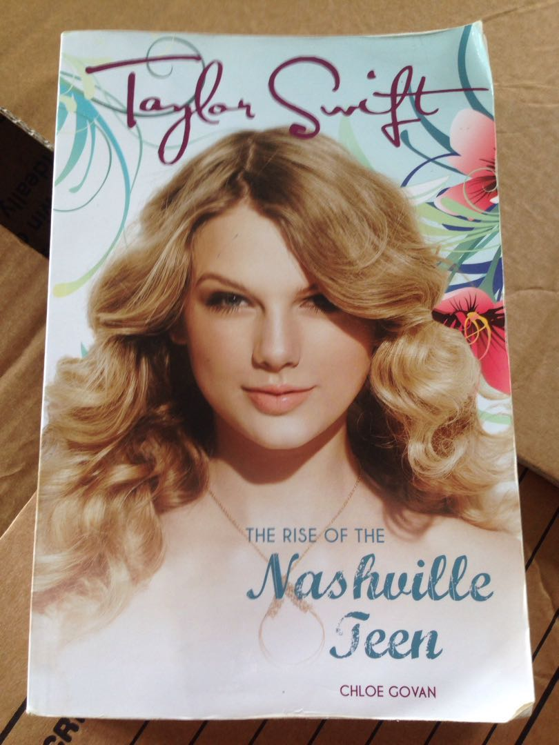 Taylor Swift / The Rise Of The Nashville Teen by Chloe Govan