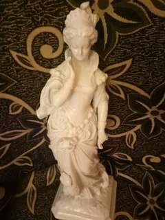 Patung porselin