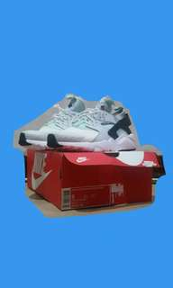 BRAND NEW Authentic Nike Air Huarache Run Ultra
