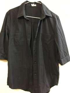 中袖黑色恤衫