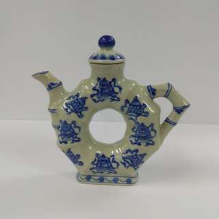 Vintage Chinese Porcelain Teapot Traditional Style Blue And White Chinoiserie Donut Shaped Wine Pot