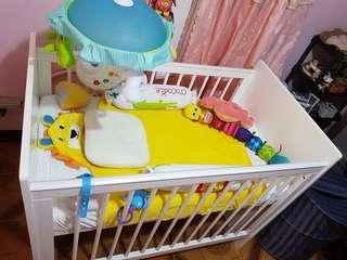 Cuddlebug crib with teflon mattress