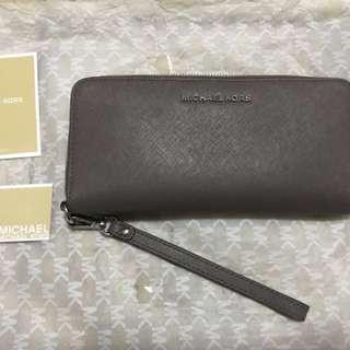 Preloved Michael Kors Jet Set Travel Leather Continental Wristlet in Cinder