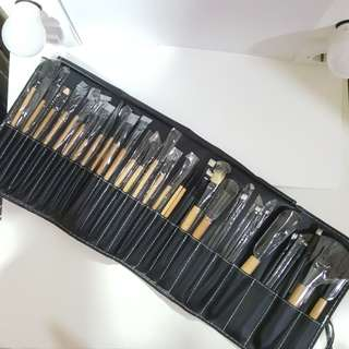 23 pc (+Bonus 11) Makeup Brush set