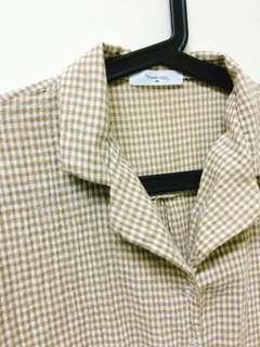 淺棕色格子短袖襯衫