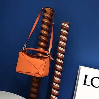 Loewe Puzzle Bag無論是經典單色還是全新撞色。