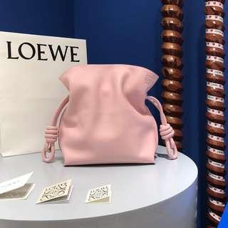 Loewe Flamenco Knot Bag繩結水桶包 。