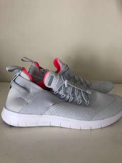 BRAND NEW Nike Frees