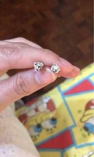white gold earrings w/diamond