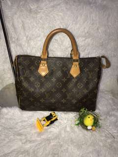 weekend sale $300👜preowned authentic lv speedy 30