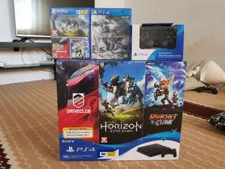 PS4 HITS BUNDLE + EXTRA DS CONTROLLER + 4 GAMES