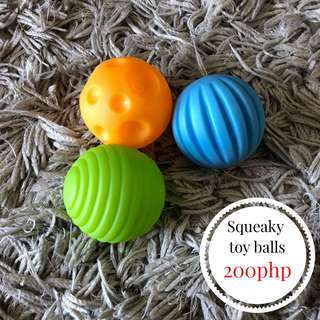 SQUEAKY TOY BALL