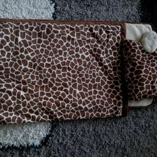Giraffe foldable blanket
