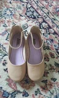 Bata size 10 kid shoes