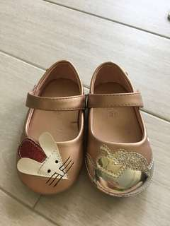 Lightly worn Avenue Kids girl shoes