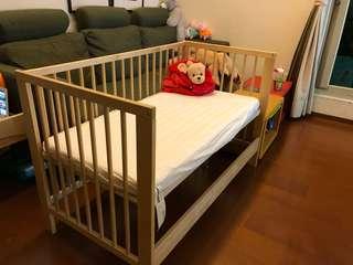 IKEA 嬰兒床 (跟新的一樣)少用