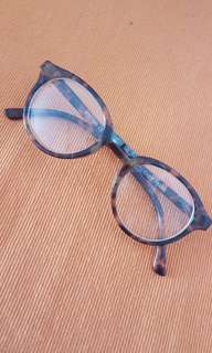 Spectacles in tortoise-shell frame with Box (No degrees)