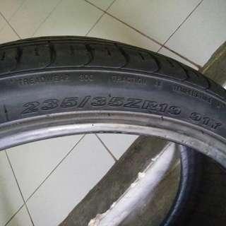 235/35/19 tyre