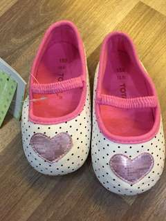 Girl pink shoes