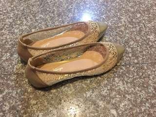 金色簍空平底娃娃鞋