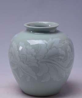 日本青瓷刻胎花卉紋花瓶